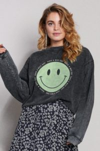 sweater-happy-bp_sur_ivm_qonah5